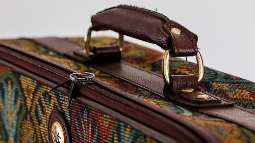ファスナータイプのキャリーバッグ